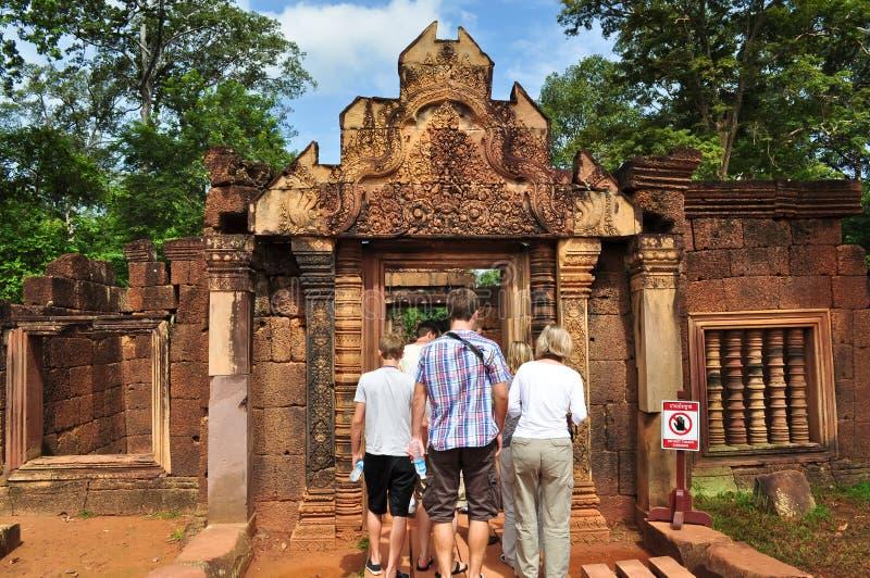 banteay srei寺庙游人访问 库存图片