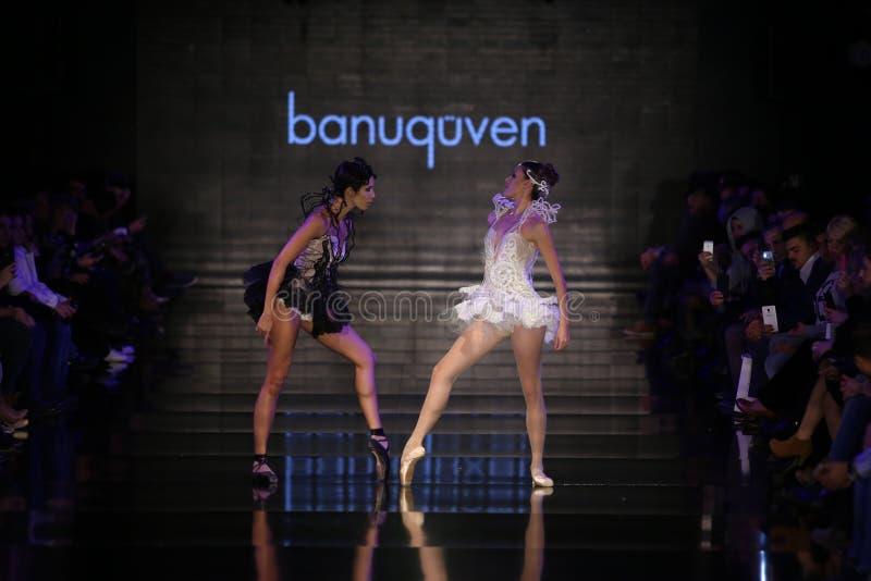 Banu Guven Catwalk royaltyfria foton