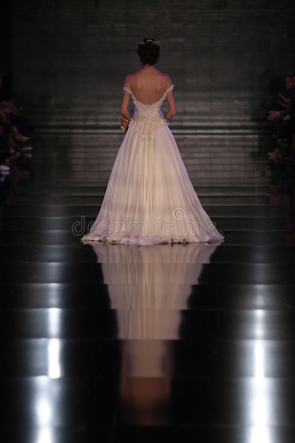Banu Guven Catwalk photo stock