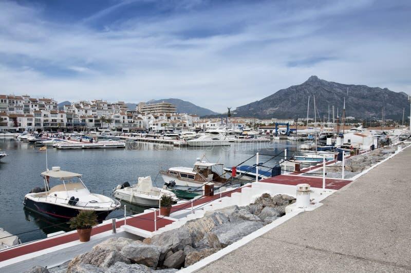 banus costa del marina puerto sol西班牙 免版税库存照片