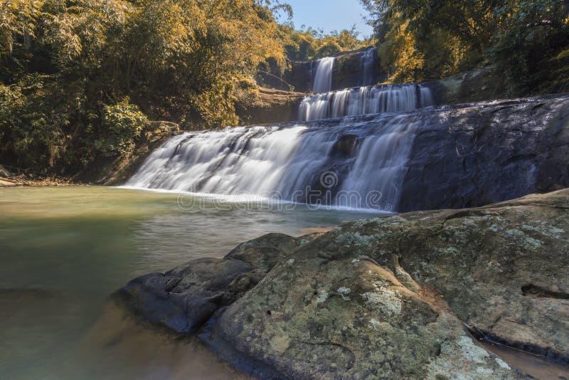 Banyumas indonesia för vattenfallnanggaajibarang royaltyfri bild