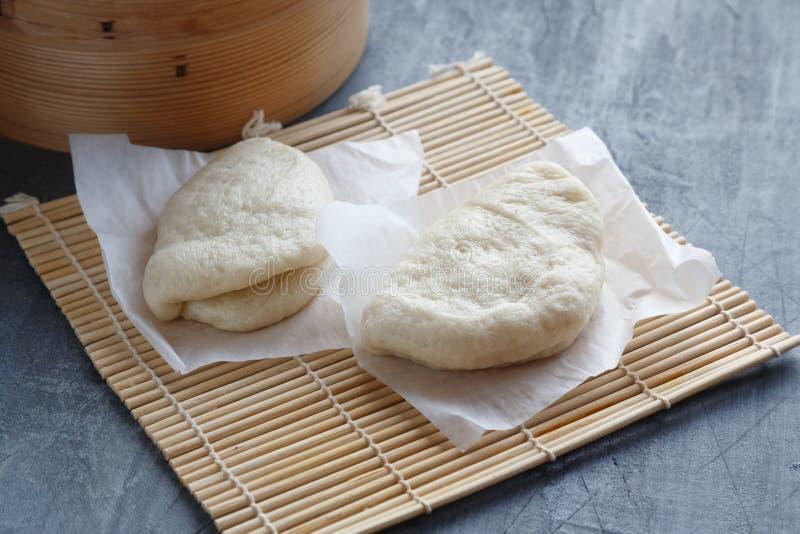 Bao di Gua, panini cotti a vapore in vapore di bambù, panini di bao fotografia stock libera da diritti