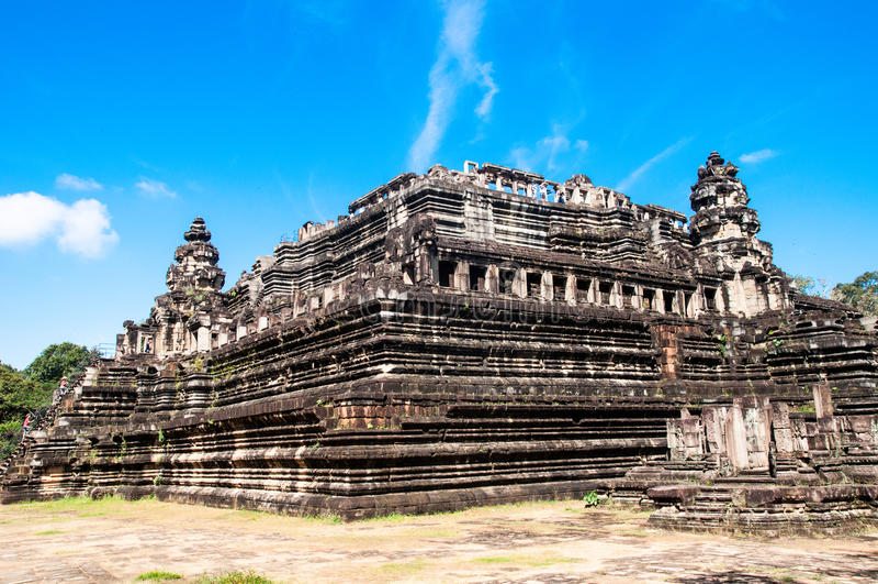 Baphuon är en tempel på Angkor Thom arkivbild