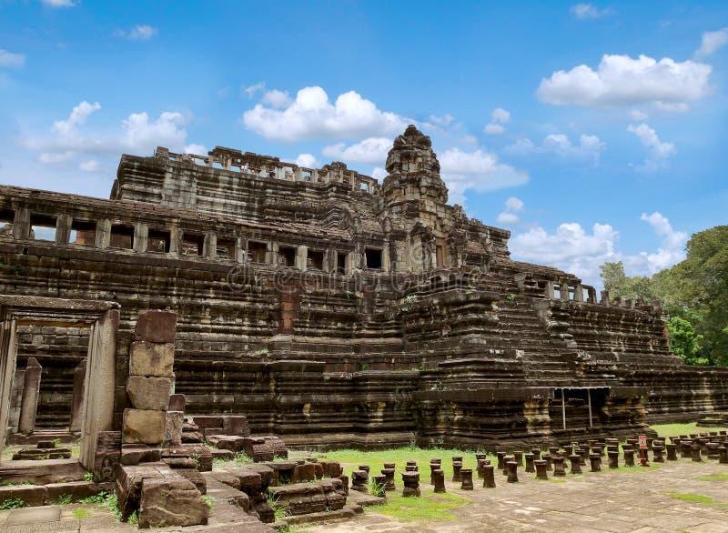 Baphuon tempel i Angkor Thom royaltyfri bild