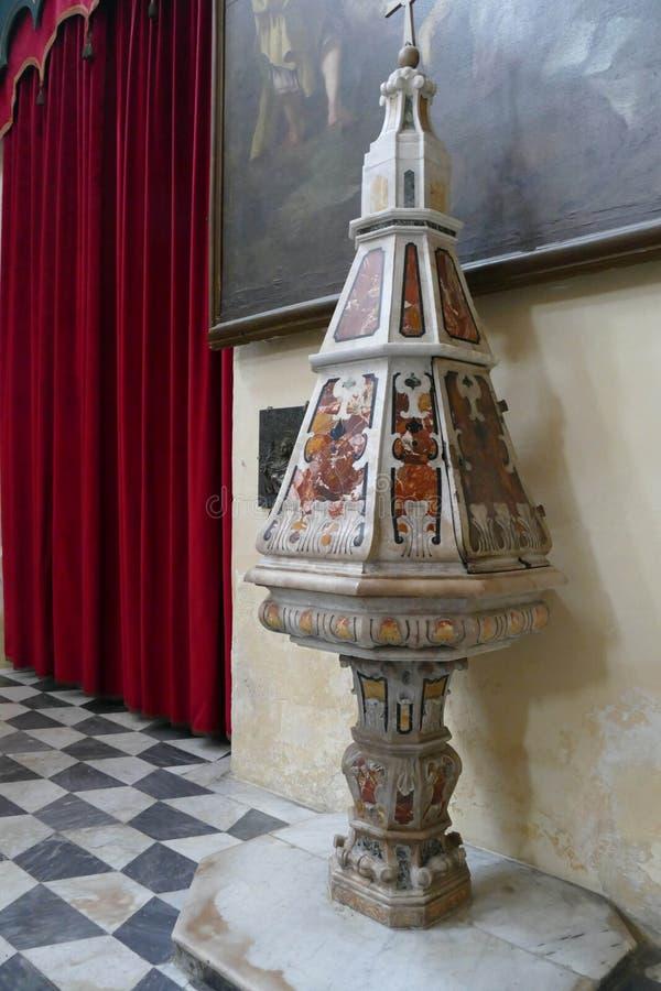 Baptismal fount в базилике St Agatha стоковая фотография