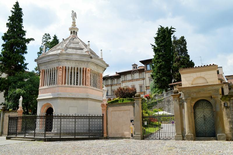 Baptistery av Santa Maria Maggiore royaltyfri fotografi