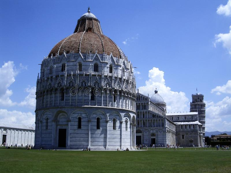 Baptistery de Pisa foto de stock