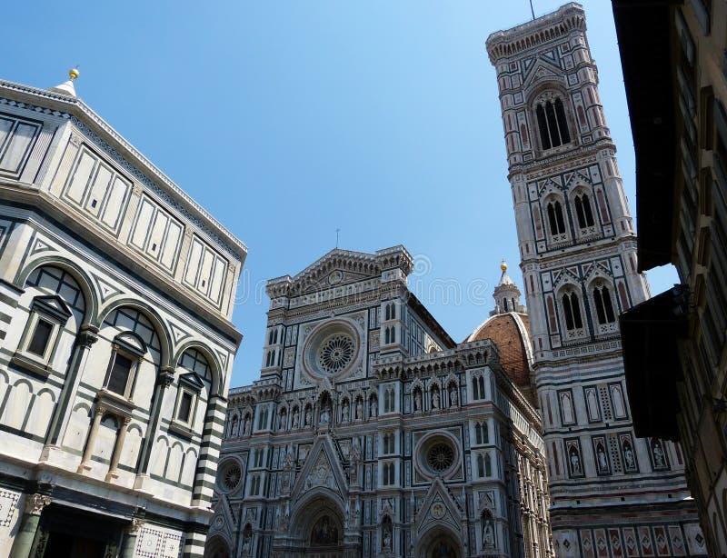 Baptistery de San Giovanni, e a catedral de Santa Maria del Fiore em Florença, Itália fotos de stock