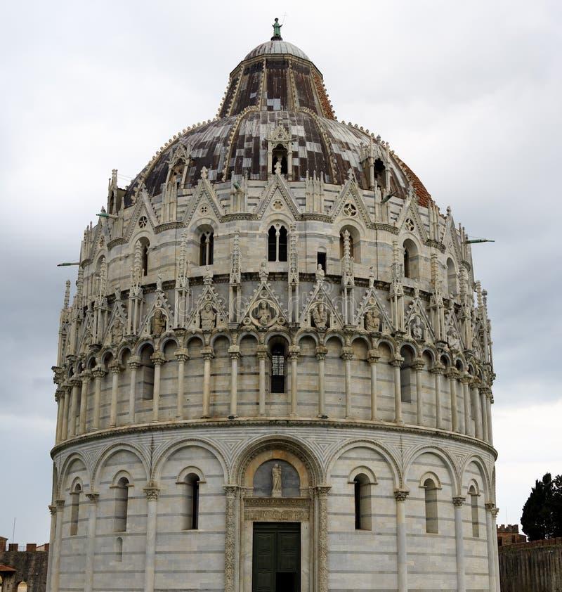 Baptistery em Pisa fotografia de stock royalty free