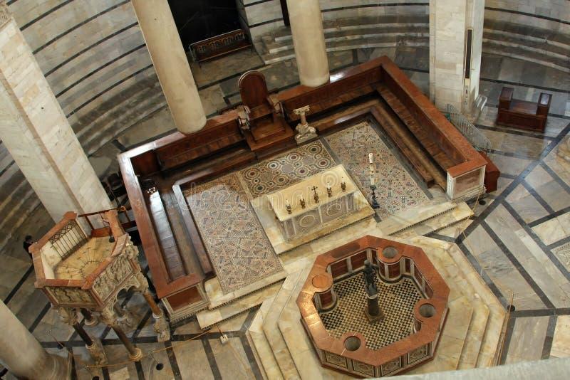 Baptistery van Pisa binnenland royalty-vrije stock fotografie