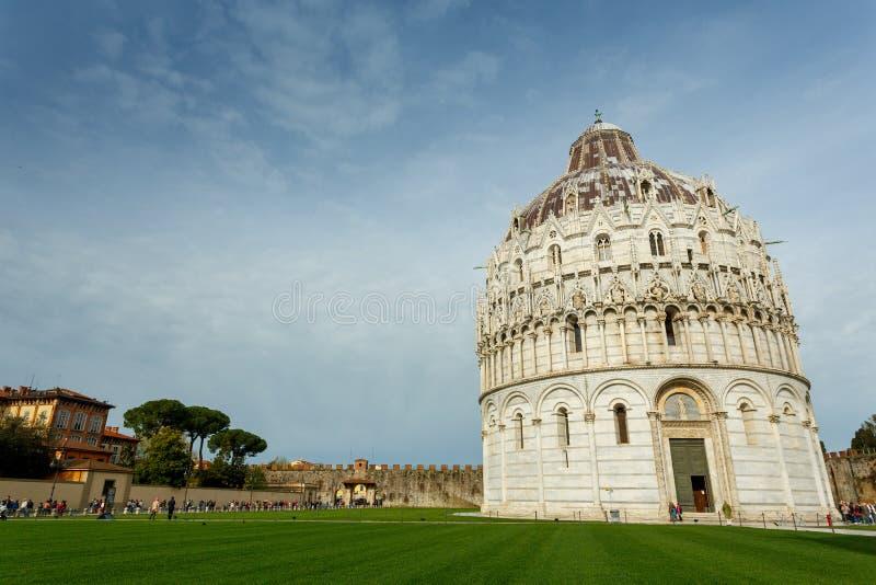 Baptistery van Pisa in Italië royalty-vrije stock foto's