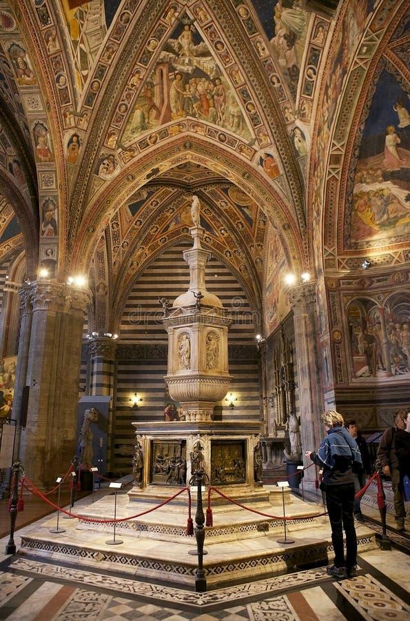 Baptistery van San Giovanni, Siena, Toscanië, Italië stock afbeeldingen