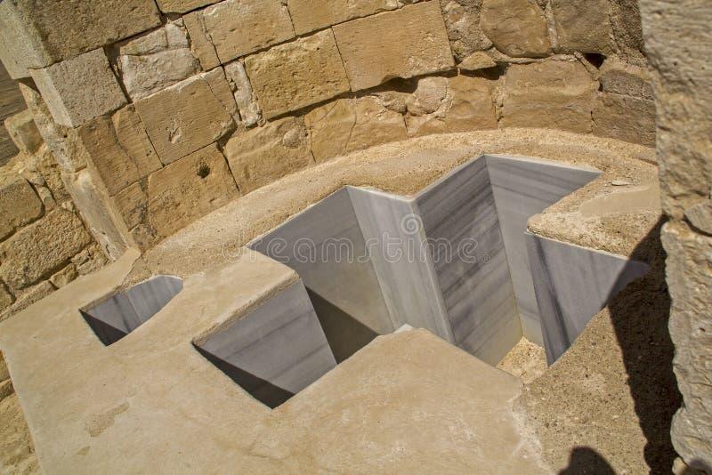 Baptistmalkruis Gestalte gegeven Doopvont in Avdat Oude Nabataean Settleme royalty-vrije stock fotografie