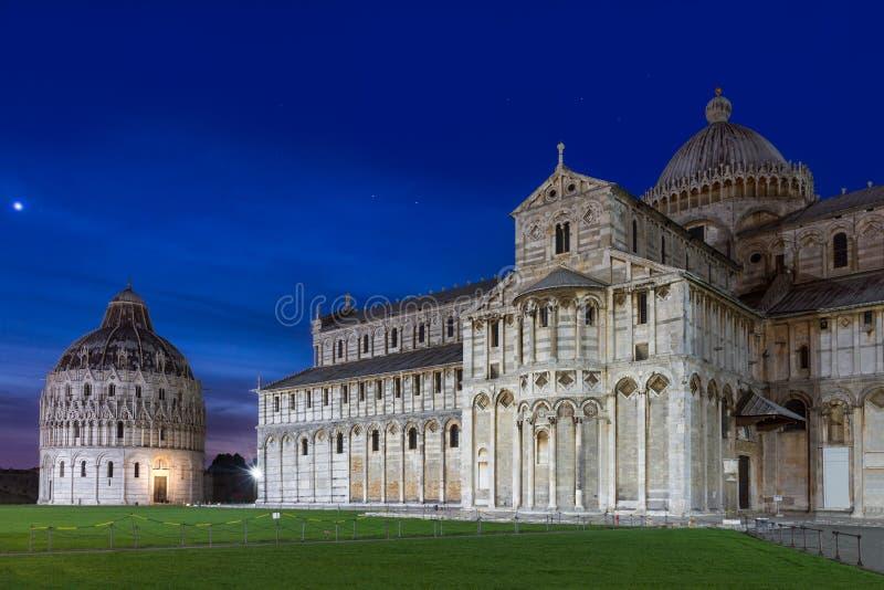 Baptysterium i kopuła Pisa po zmierzchu, Tuscany, Włochy obraz stock