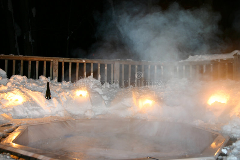 Baquet chaud de l'hiver la nuit photo libre de droits
