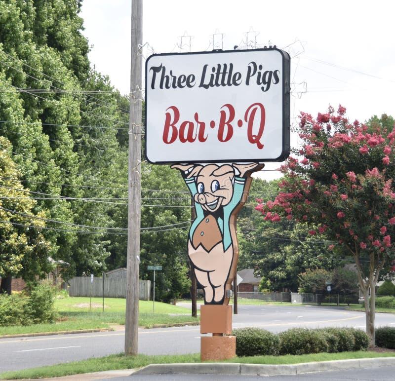 Bar-B-Q τριών μικρό χοίρων σημάδι, Μέμφιδα, TN στοκ φωτογραφίες