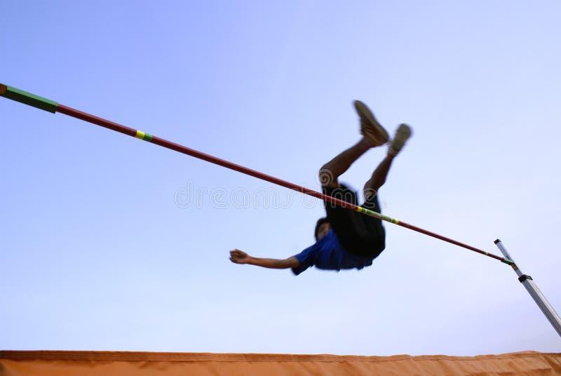bar clearingowy wysoki skok nastolatków. zdjęcie stock