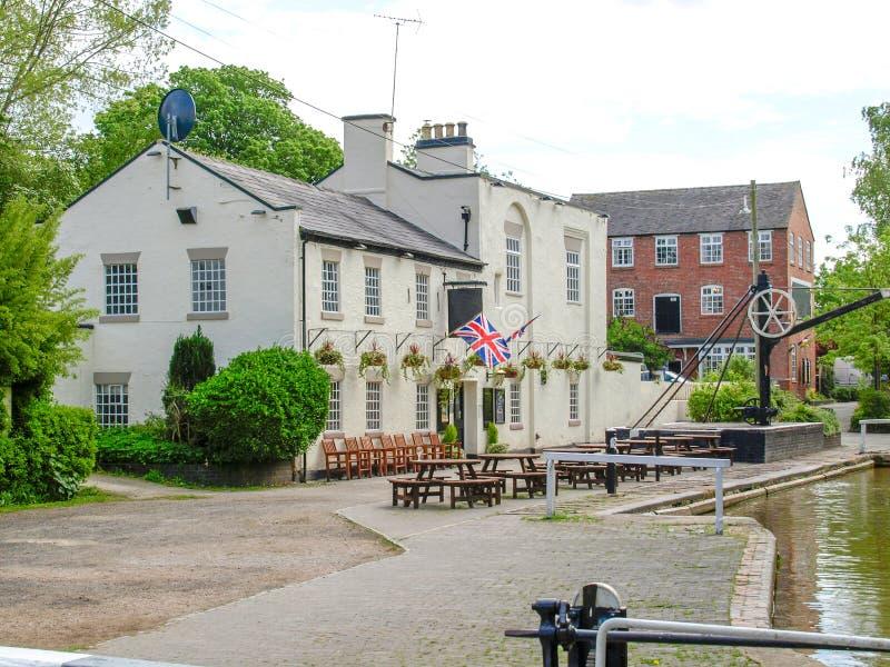 Bar de Canalside no canal da união de Shropshire fotografia de stock