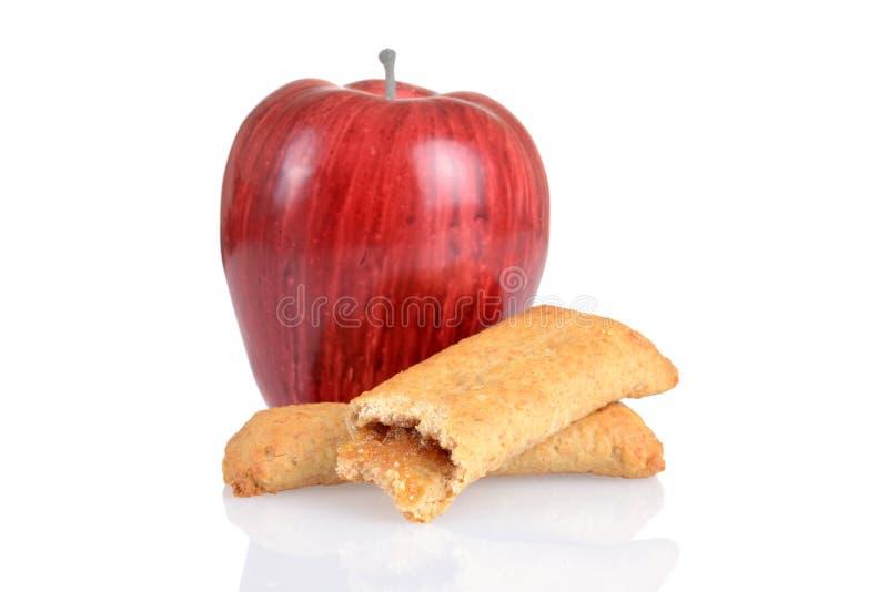 Bar de déjeuner de cannelle d'Apple avec le fruit frais photographie stock