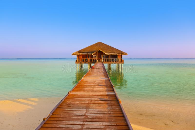 Bar dos termas na ilha de Maldivas fotografia de stock