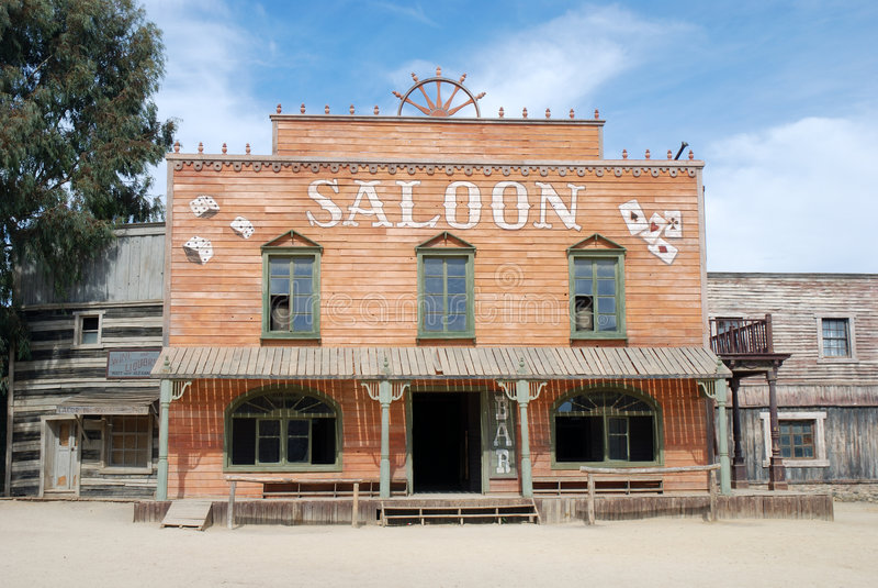 Bar em uma cidade americana velha imagem de stock