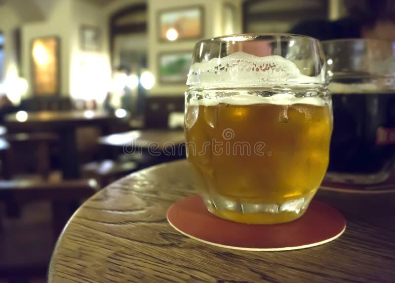 Bar en bier stock foto
