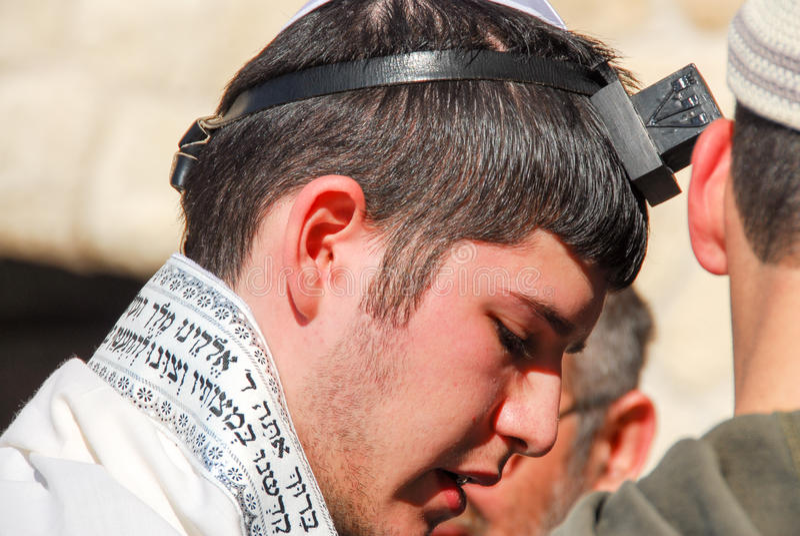 Bar-mitsvah au mur occidental, Jérusalem photo stock