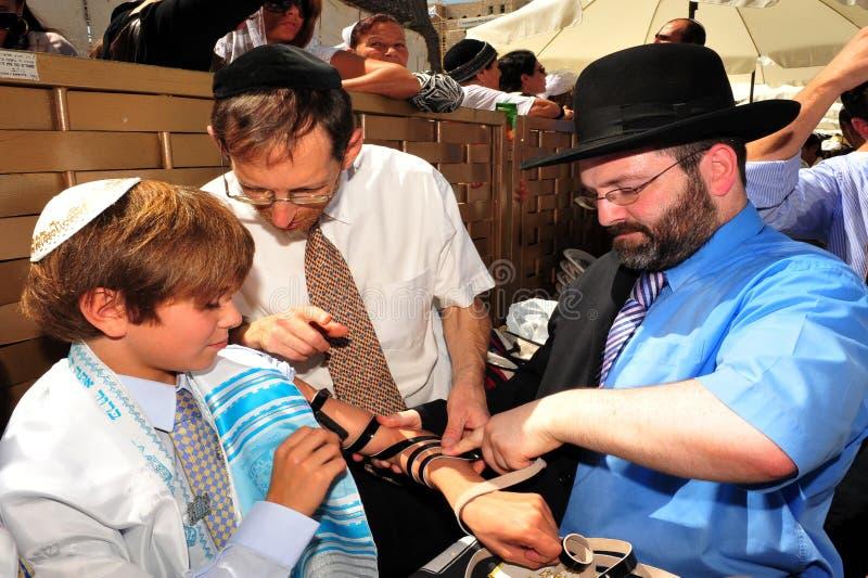 Bar mitswa - Joodse komst van leeftijdsritueel stock foto's