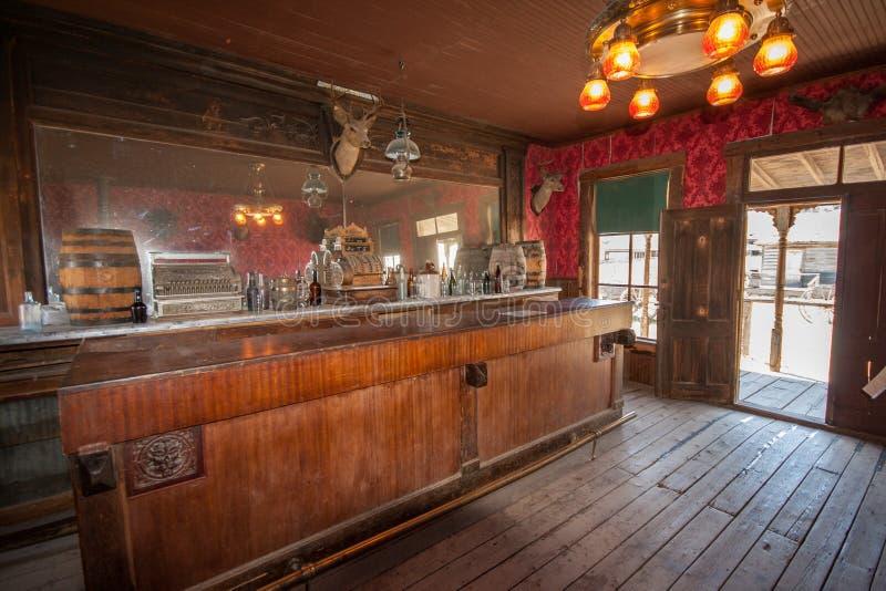Bar restaurado abandonado do oeste selvagem americano fotografia de stock royalty free