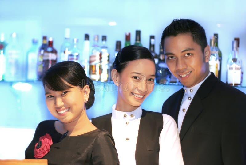 bar staff three στοκ φωτογραφία με δικαίωμα ελεύθερης χρήσης