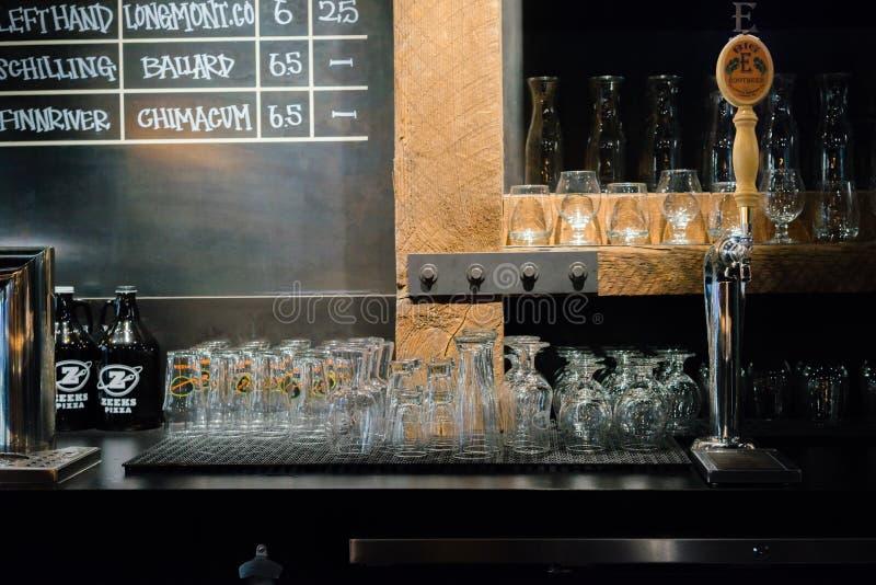 Bar van het Zeeks de Pizza geassorteerde bier stock fotografie