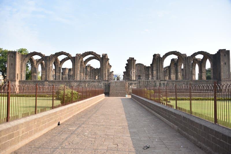 Bara Kaman, o mausoléu inacabado de Ali Adil Shah II em Bijapur, Karnataka, Índia imagem de stock