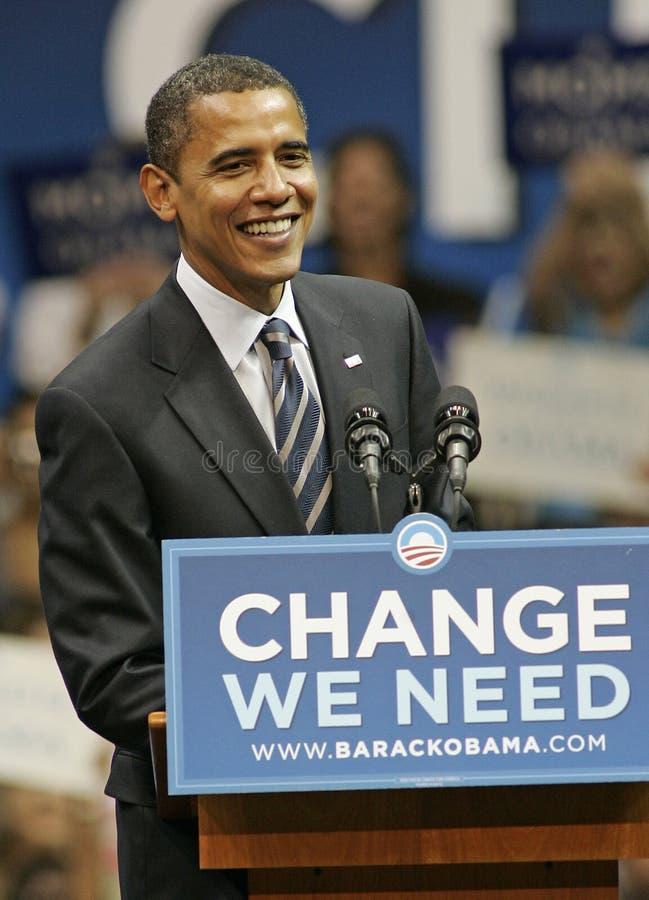 Barack Obama говорит на ралли стоковые фотографии rf