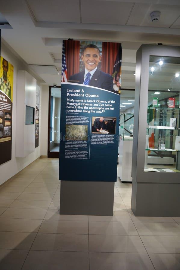 Download Barack Obama Plaza Em Moneygall, Condado De Offaly, Irlanda, Casa Irlandesa Ancestral Do Presidente Obama Fotografia Editorial - Imagem de antepassado, centro: 80100672