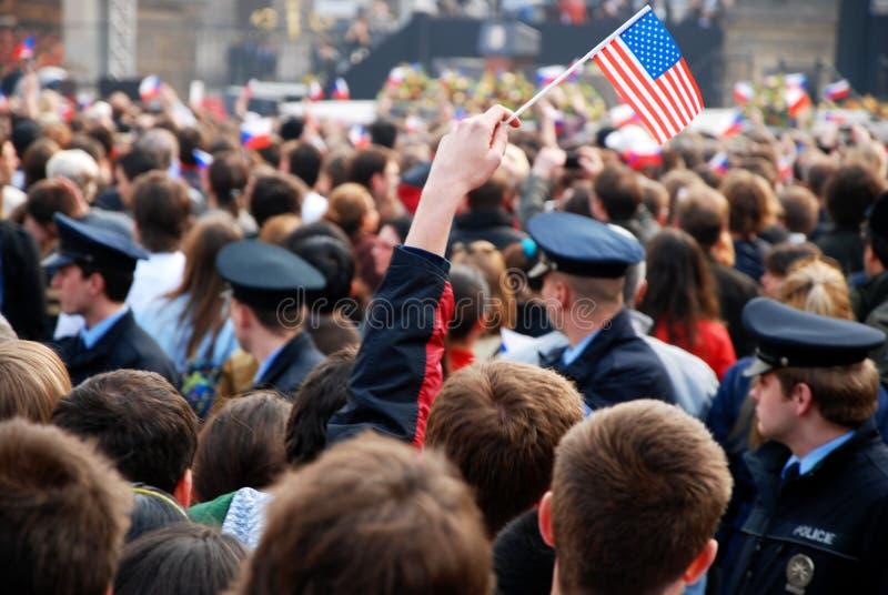barack tłumu obama Prague mowy czekanie obraz stock