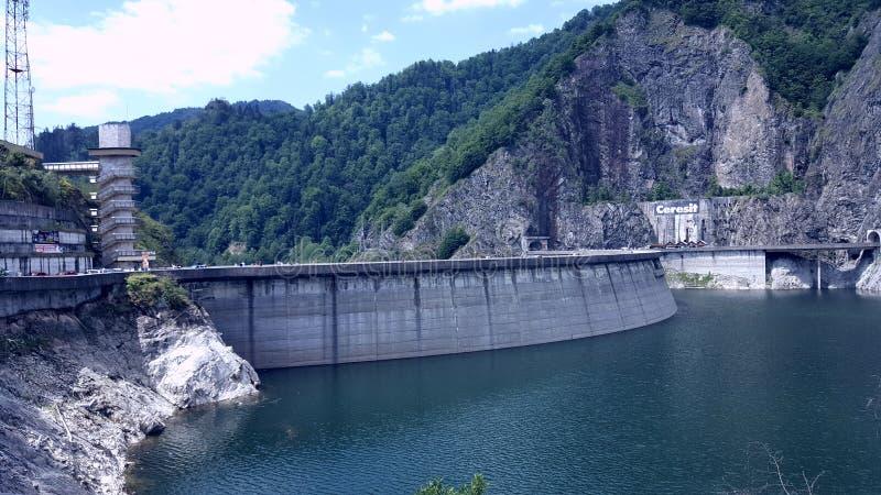 Barajul Vidaru lizenzfreie stockfotografie