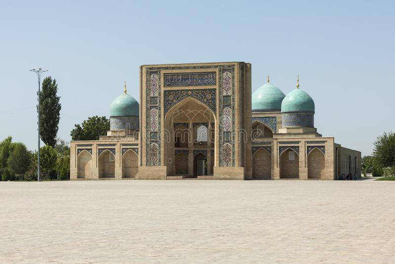 Barak Khan madrasah Den Hast imamen Square Hazrati Imam är en religi royaltyfria bilder