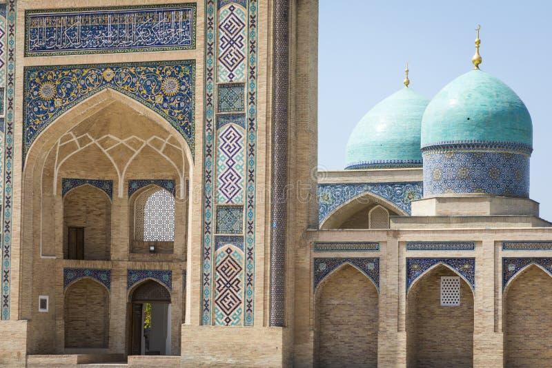 Barak Khan madrasah Den Hast imamen Square Hazrati Imam är en religi royaltyfri foto