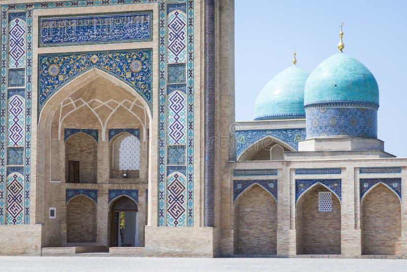 Barak Khan madrasah Den Hast imamen Square Hazrati Imam är en religi royaltyfri fotografi