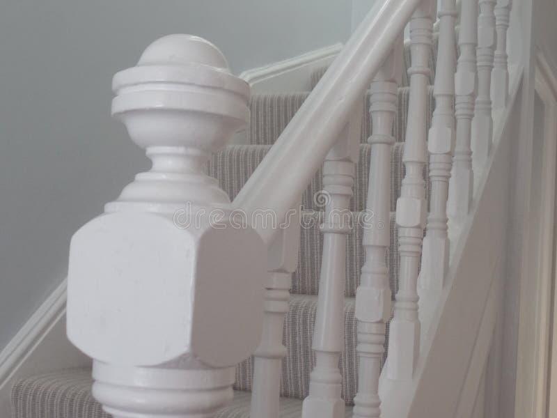 Barandilla blanca de la escalera del estilo del vintage fotografía de archivo libre de regalías