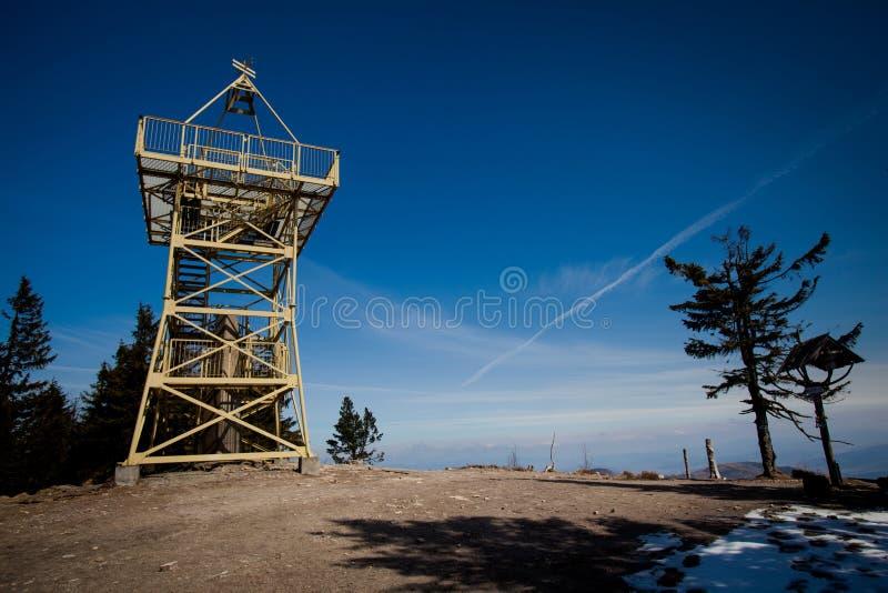 Barania Gora Tower - foto hermosa de la montaña del beskid fotos de archivo libres de regalías