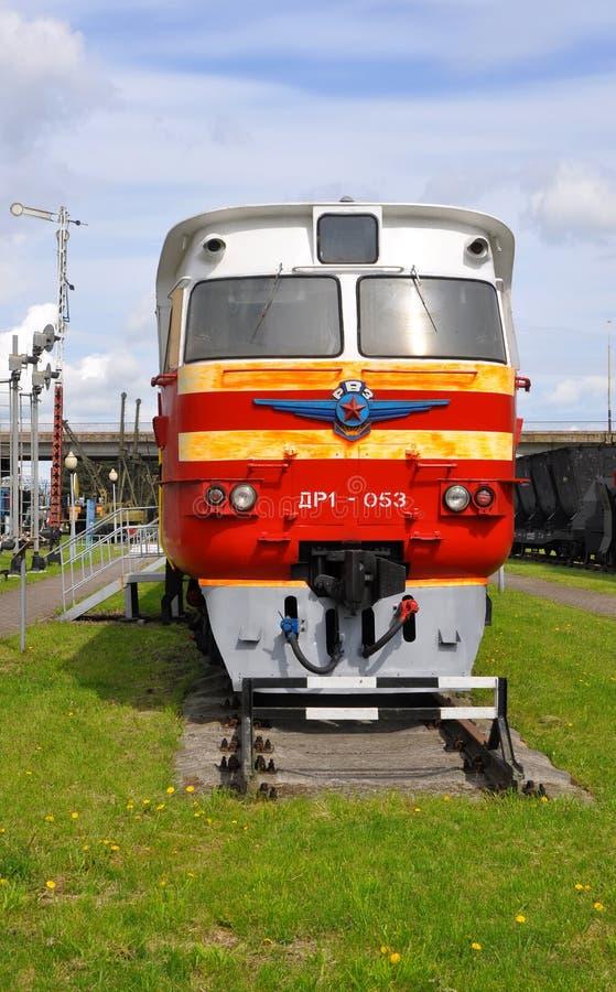 Baranovichi, Беларусь - 14-ое мая 2015: тепловозная фура поезда DR-1 стоковые фотографии rf