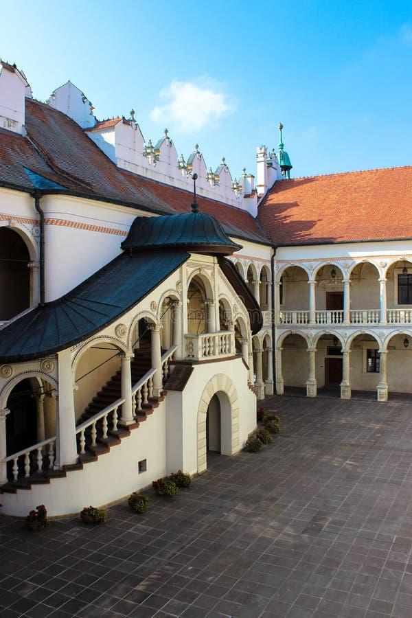 Baranow Sandomierski, palacio de los exteriores en Baranow Sandomierski, Polonia, llamó a menudo pequeño Wawel foto de archivo