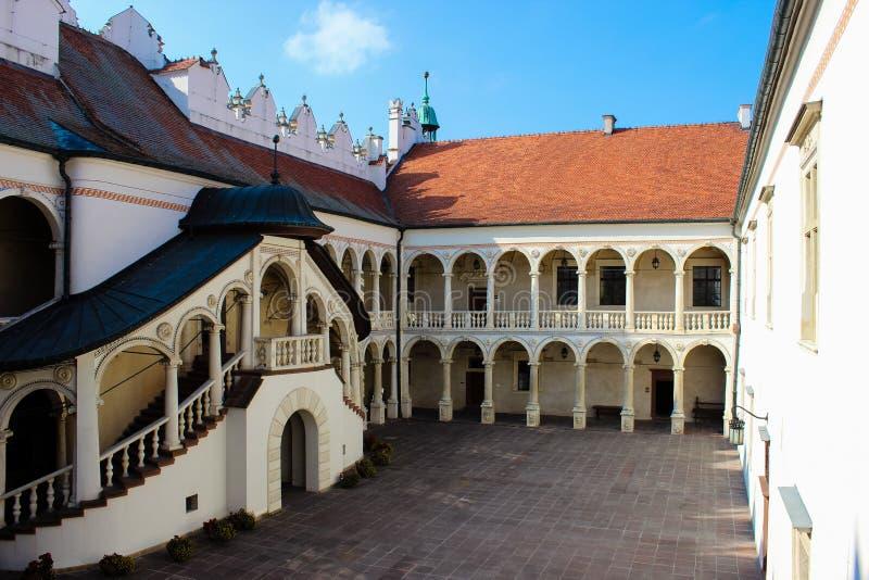 Baranow Sandomierski, palacio de los exteriores en Baranow Sandomierski, Polonia, llamó a menudo pequeño Wawel fotos de archivo