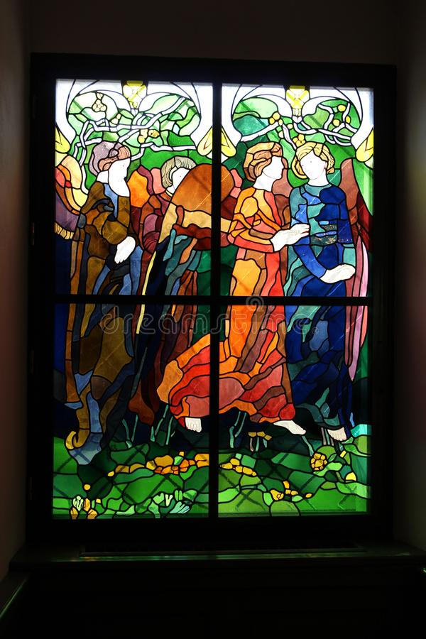 Baranow Sandomierski, a souillé le verre dans la chapelle du palais dans Baranow Sandomierski photos libres de droits