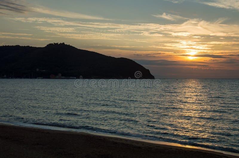 Baratti-Strandsonnenuntergang stockbilder