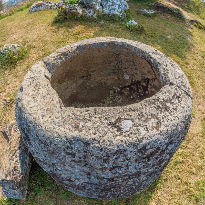 Barattoli giganti della pietra di età del ferro Plateau di Xiangkhoang, Laos fotografie stock