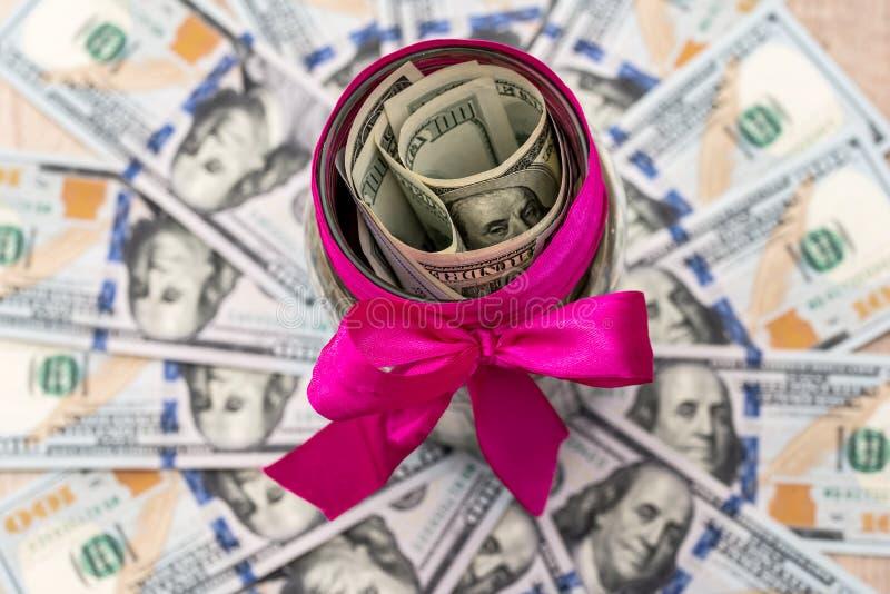 Barattolo con i dollari immagine stock