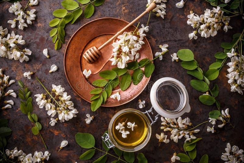 Barattolo del miele dell'acacia fotografia stock libera da diritti