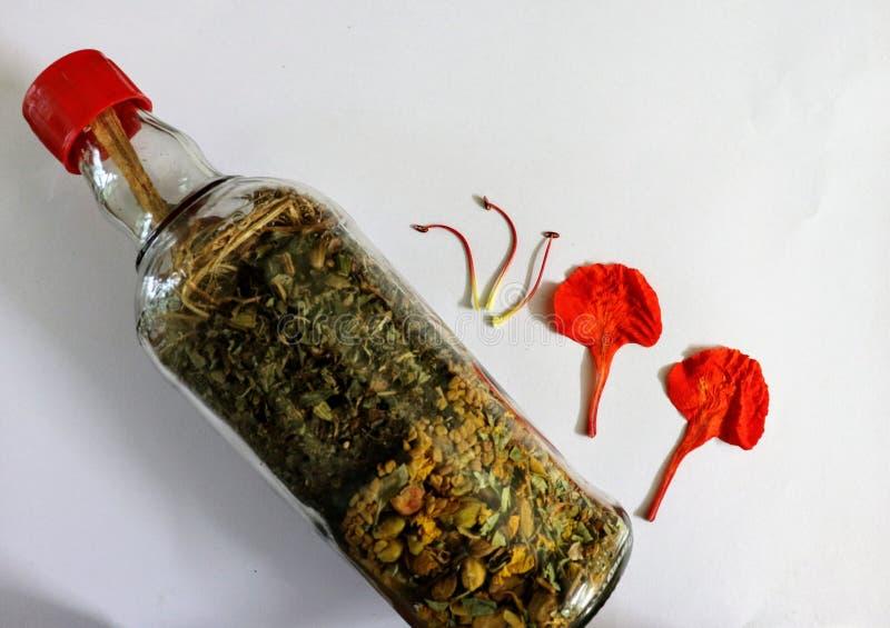 barattolo di erbe con i fiori fotografia stock libera da diritti